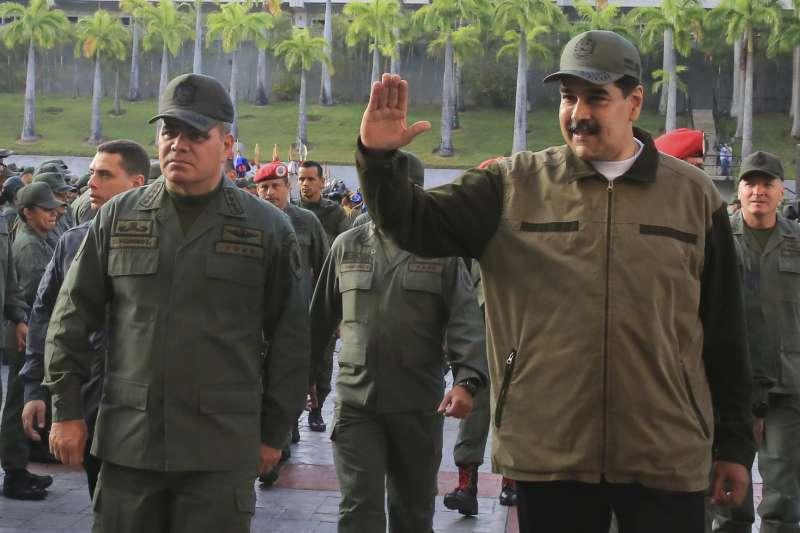 2019年4月30日,委內瑞拉總統馬杜洛視察軍隊,凸顯他仍受到軍方高層支持(AP)