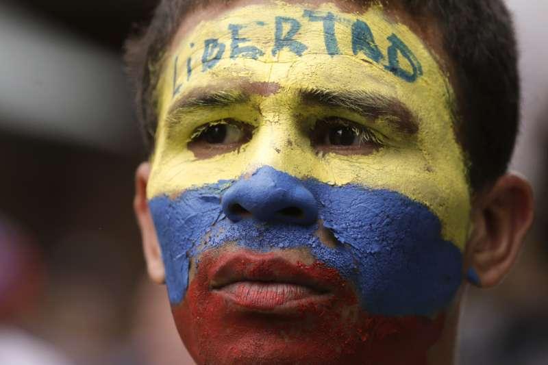 2019年4月30日,委內瑞拉臨時總統瓜伊多號召國民與軍方「起義」推翻馬杜洛政權(AP)