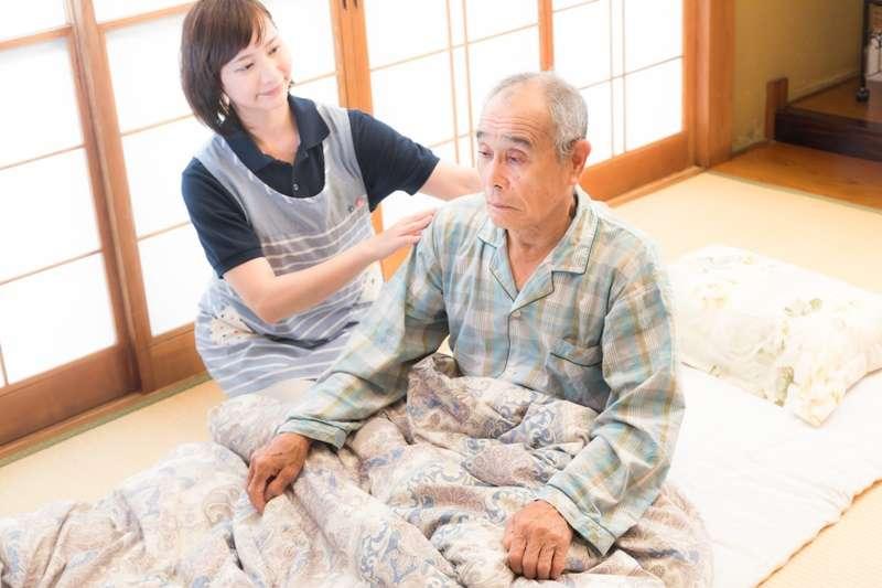 過去痛風為「富貴帝王病」,要有足夠資本喝酒、吃大魚大肉、體重過重,才有罹患痛風的「權利」。但現代人常常營養過剩,罹患痛風的比率可真不小!(圖/まーちゃん|yumiko@pakutaso)