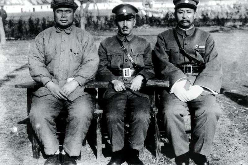馮玉祥(左起)、蔣介石與閻錫山(圖/維基百科)