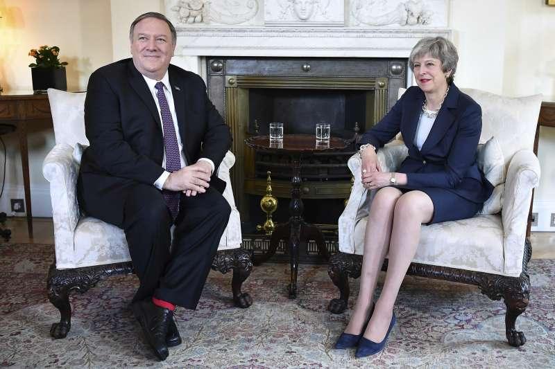 英國首相梅伊與美國國務卿龐畢歐(AP)