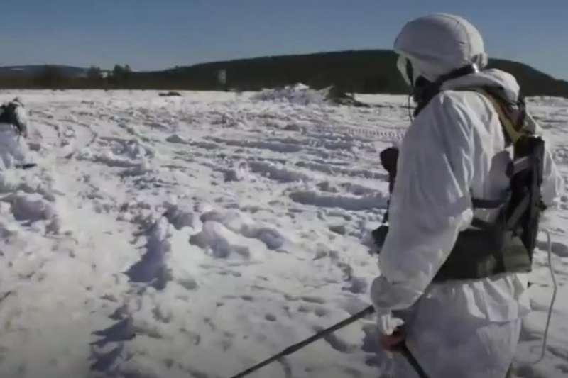 演習中的俄羅斯的北極部隊。莫斯科指責北約在北極地區的俄羅斯邊界附近加強軍事部署。(BBC中文網)