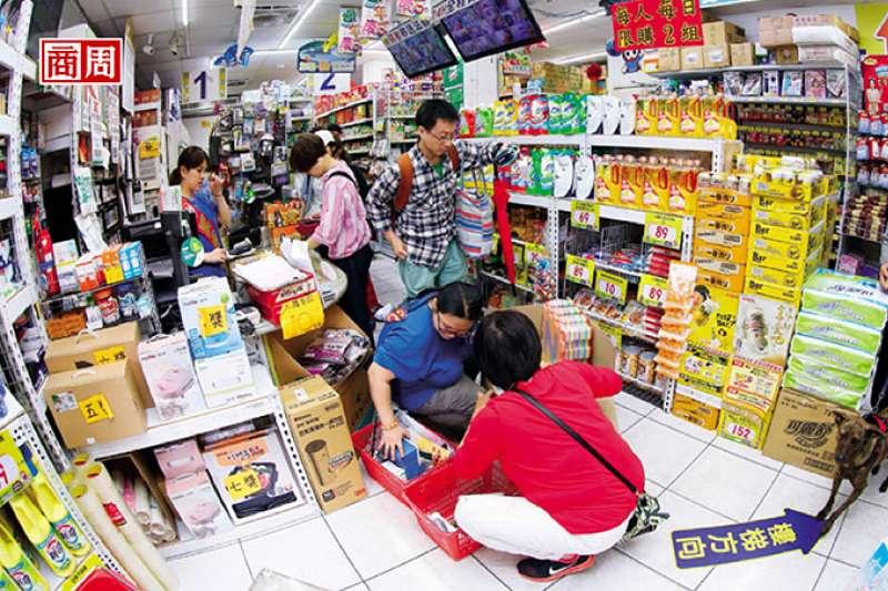 靠賣別人不賣的商品、做別人不做的事,小北百貨從海產攤起家,做到120家店規模的台灣雜貨王傳奇。(攝影/駱裕隆)