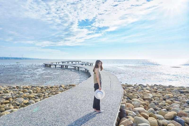 新竹香山濕地潮間帶的賞蟹步道,雖然只有短短的250公尺,但雙腳不需踩著爛泥,就能看到許多潮間帶生物,如彈塗魚、招潮蟹等全都近在眼前!(圖/取自1114phoebe@instagram)