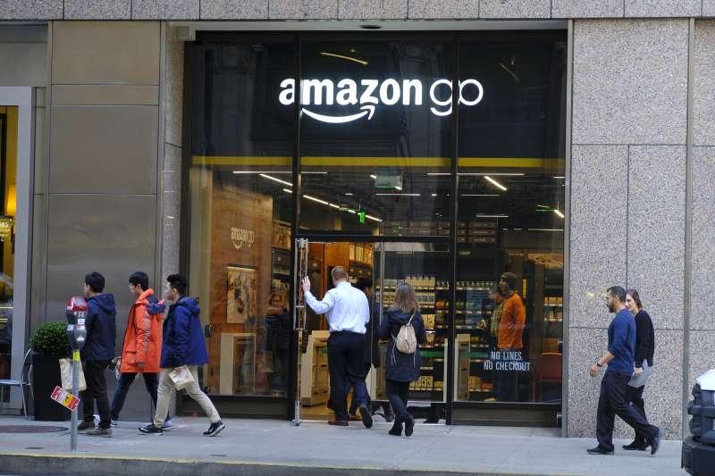 亞馬遜推出收取現金的無現金商店。(AP)