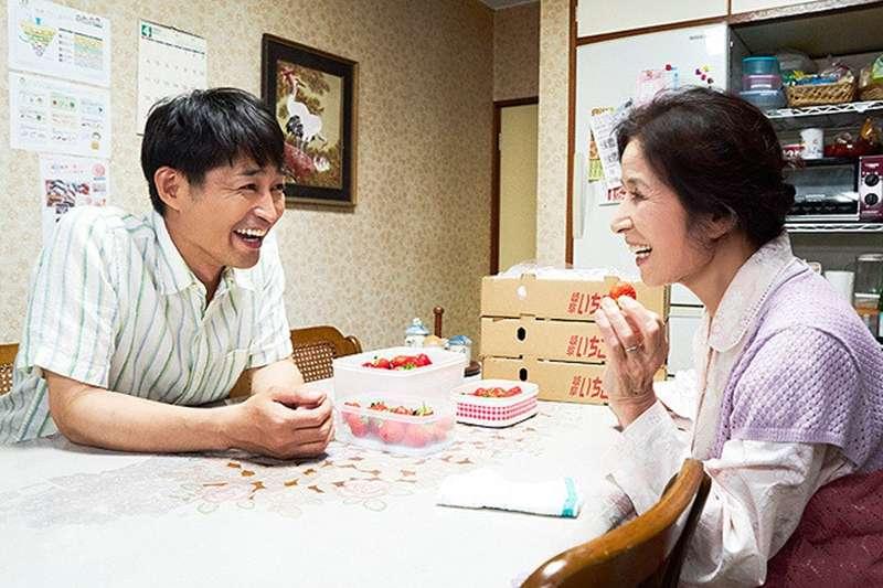安田顯(左)再接獵奇片名電影,安田顯擺脫「裝死老婆」改當愛哭鬼兒子!(圖/車庫提供)