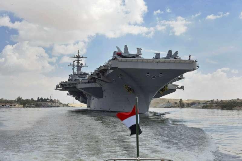 2019年5月,美國海軍航空母艦「林肯號」率航母打擊群前往波斯灣,應對伊朗的「軍事威脅」(AP)