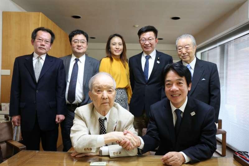 前行政院長賴清德(前右)8日出訪日本,除與多位國會議員交流,更分別向3位前日本首相海部俊樹(前左)、 野田佳彥及森喜朗請益。(賴清德陣營提供)