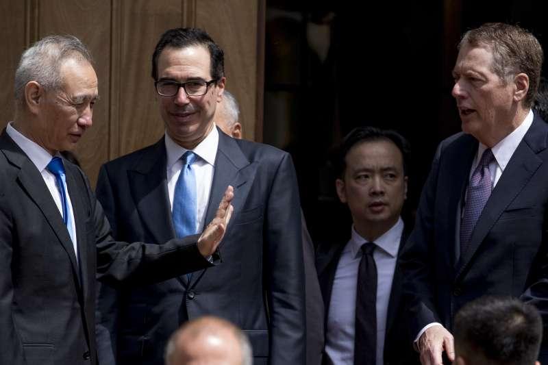 2019年5月10日,中美貿易磋商第11輪談判在華府落幕,並未達成協議。左起:中國談判代表劉鶴、美國財長馬努欽、美國貿易代表萊特海澤(AP)