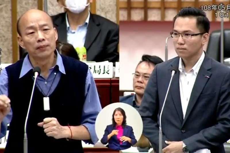 高雄市長韓國瑜(左)13日出席議會答詢,卻在回答完議員問題後,多次跳針喊「高雄發大財」。(取自高雄市議會直播)