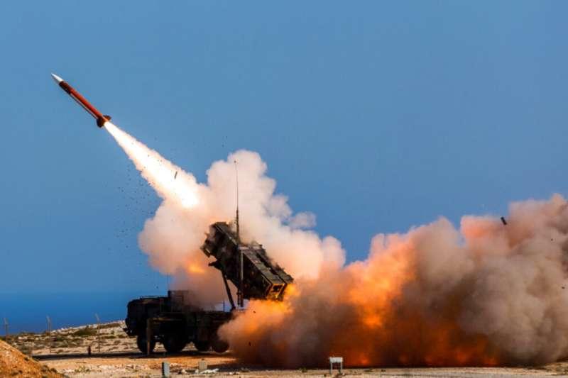 共機頻頻擾台,為強化反制作為,國防部今年將執行愛國者防空飛彈實彈射擊。(資料照,美聯社)