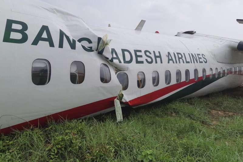2019年5月8日,一架飛機在暴風雨中試圖降落仰光機場時,失控滑出跑道、斷成兩截,共造成11人受傷(AP)