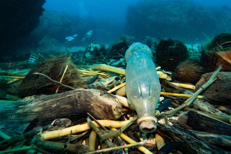 20190514 upload-羿雯專題-小琉球水下垃圾。(島人海洋文化工作室蘇淮提供)*僅限本專題報導,不可重複使用或作其他用途