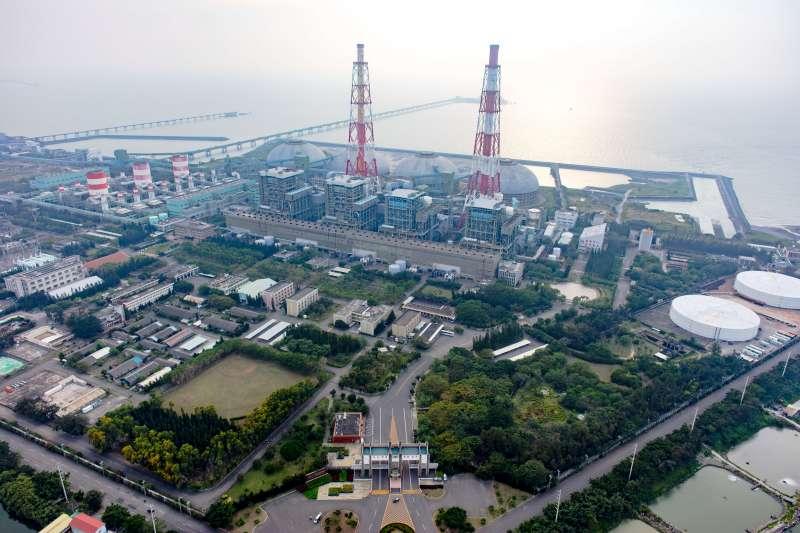 就台灣中長期發展而言,推動再生能源不但是有利環境,更是有利經濟。短期而言,台電硬綁著低價再生能源,是否果真如台電信誓旦旦所言,是有利全民的事?(圖/台電公司提供)