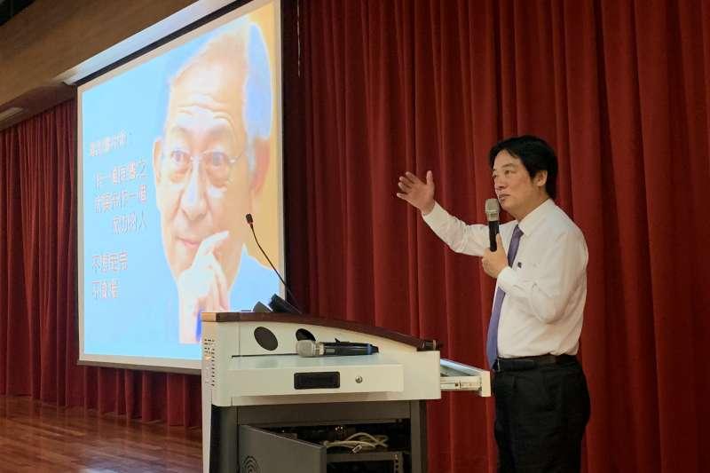 前行政院長賴清德15日前進中山醫學大學附設醫院對年輕學子演講,講題為「醫學與人生」。(賴清德團隊提供)