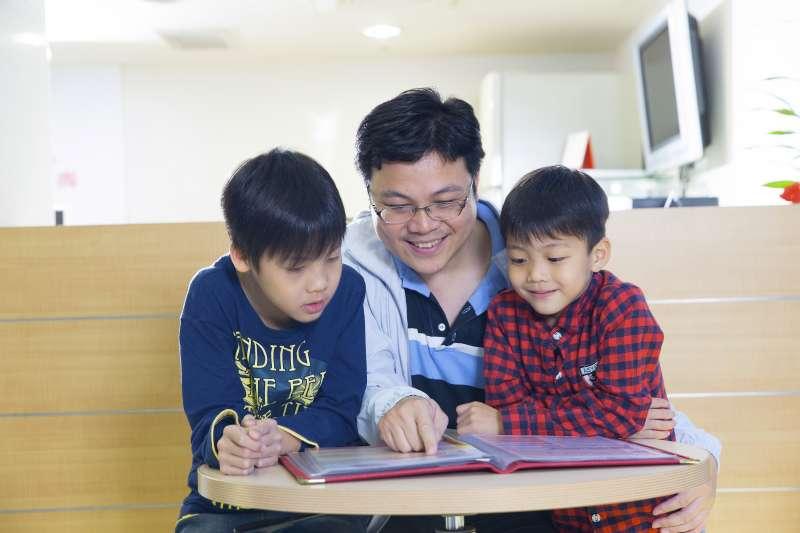 理財教育從小做起,才能建構孩子完整、正確的金錢觀念,協助其培育價值觀(圖片來源:中國人壽)