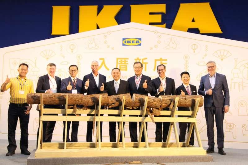 新北市長侯友宜出席由宜家家居集團斥資新臺幣10億元打造的「IKEA宜家家居新店店」開幕典禮,預估可創造300個就業機會。(圖/新北市經發局提供)