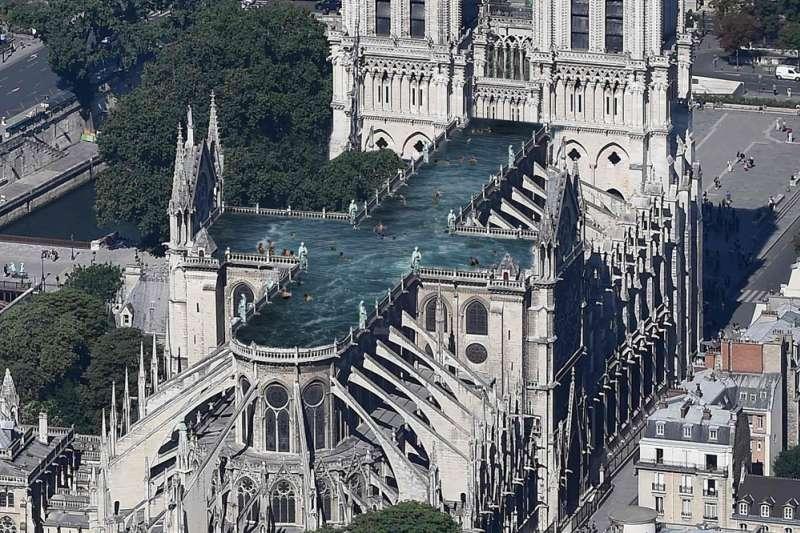 巴黎聖母院上面蓋游泳池?(圖/取自網路)