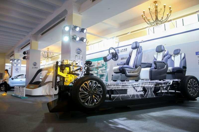 在上海舉行的2019年中國品牌日活動上,上汽集團展區展出的氫燃料電池車。(新華社)