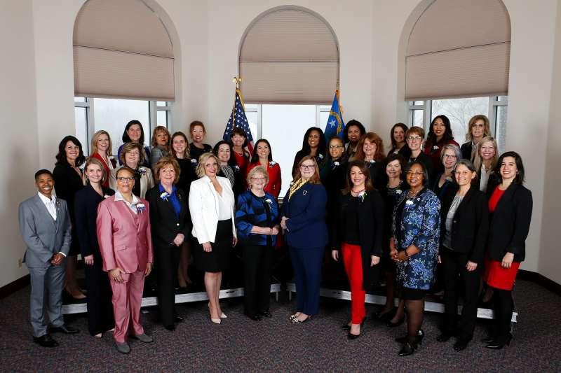 美國內華達州女性州參議員總席次達到51%,成為美國首個女性席次過半數的州議會。(取自Nevada Assembly Democratic Caucus@facebook)
