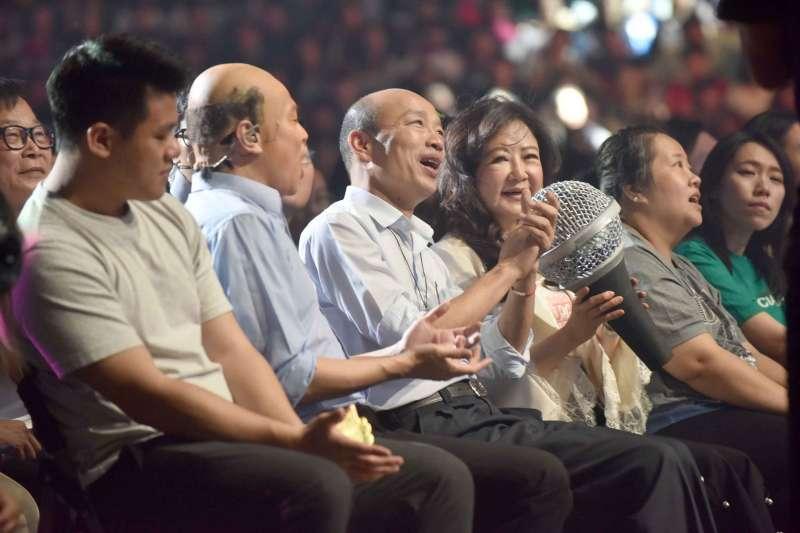 吳宗憲高雄巨蛋開唱,高雄市長韓國瑜(左三)站台。(高雄市政府提供)