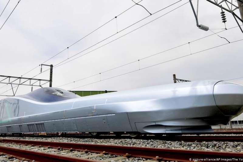 日本公布代號為ALFA-X的下一代新幹線子彈頭列車。該列車計劃於2030年投入使用,將創造世界最高時速。(DW)