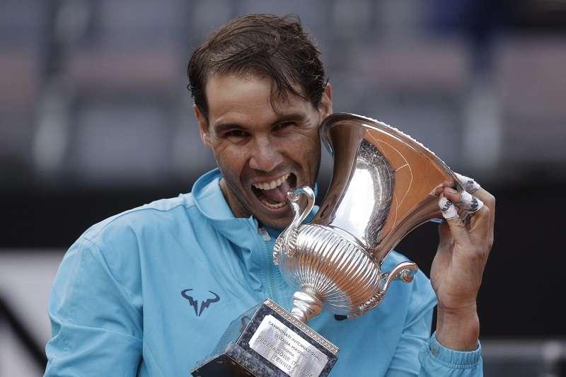 納達爾在義大利公開賽以6比0、4比6、6比1擊敗球王喬科維奇,成功奪下生涯第34座名人賽冠軍。