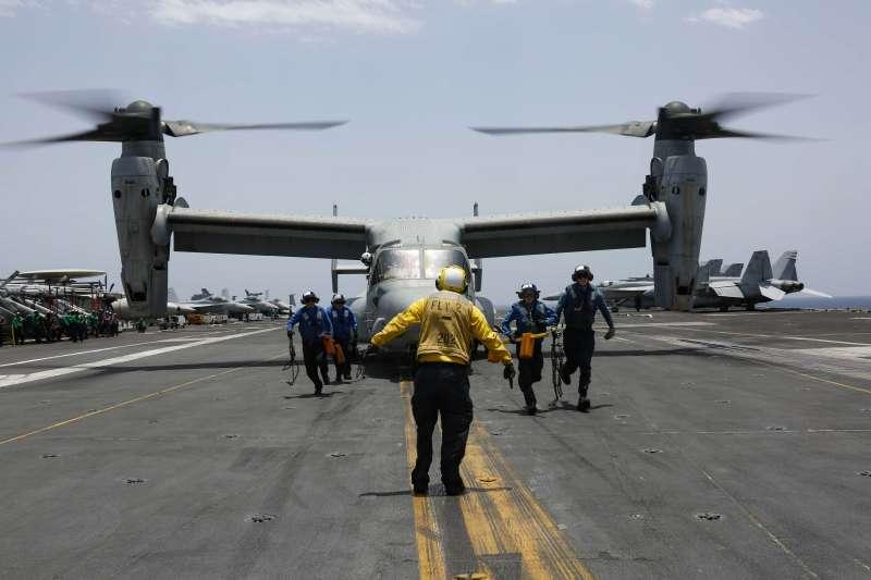 2019年5月,中東地區情勢緊繃,美國海軍林肯號航空母艦打擊群巡弋波斯灣,這是艦上的MV-22魚鷹式傾斜旋翼機(MV-22 Osprey)(AP)