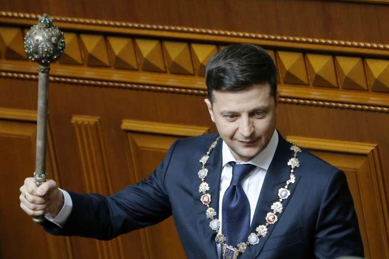 這回不是演戲!烏克蘭「笑匠總統」宣誓就職 哲連斯基上任後第一件事:宣布解散國會-風傳媒
