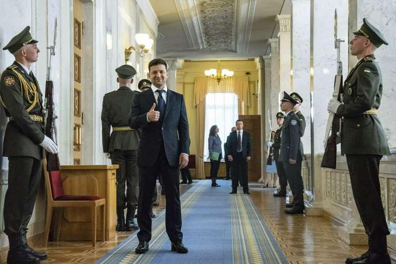 2019年5月20日,烏克蘭新任總統哲連斯基(Volodymyr Zelensky)宣誓就職。(AP)