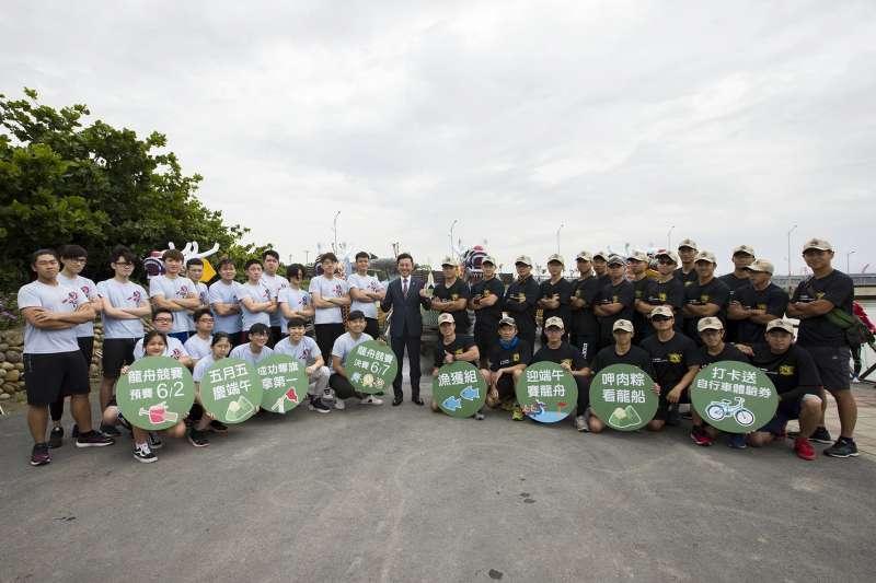 歷年來新竹市端午龍舟賽的常勝軍警察局與消防局磨刀霍霍,準備大展身手。(圖/新竹市政府提供)