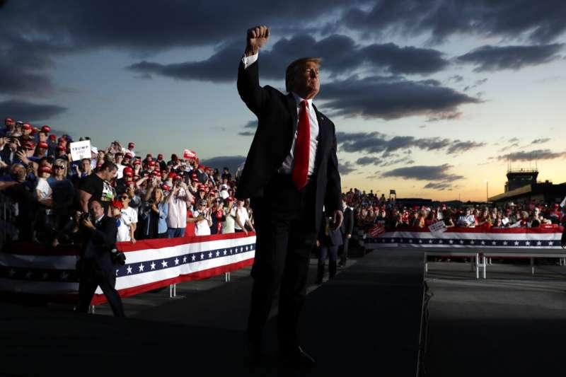川普總統在競選期間曾在某個俄羅斯官方的宣傳管道上批評國內媒體,稱其「不誠實的程度簡直不可思議」。如同許多獨裁政權的領袖,他承諾會透過立法禁止批評以箝制言論自由。(美聯社)