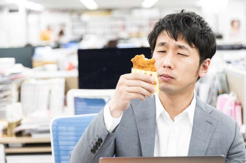 你常常感冒、拉肚子或是幾乎餐餐外食嗎?開始擔心自己是不是累積了太多的毒素,才會大小毛病一堆嗎?(示意圖非本人/すしぱく@pakutaso)