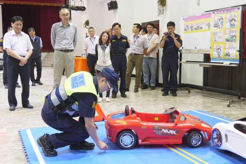 新北警表示,有鑑於臺64線及臺65線快速道路常因發生交通事故造成塞車,影響行車順暢甚鉅,故訂定「交通敏感路段(臺64線、臺65線)跨區支援協調機制」,加速員警到場,及早排除事故車輛,減少壅塞程度。  (圖/新北市警察局提供)
