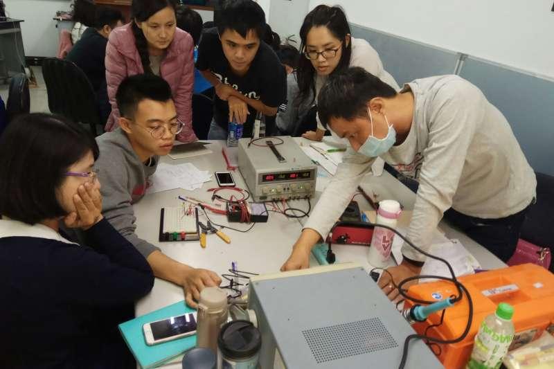 台中市府勞工局推出108年度智慧自動化技術人才培訓班-產訓專班。(圖/臺中市政府提供)