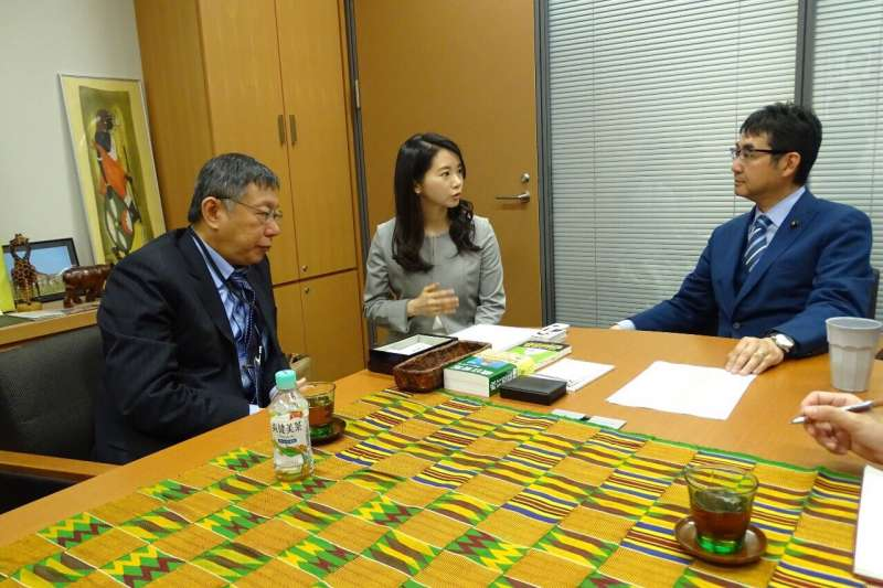 台北市長柯文哲23日啟程訪日本,抵達東京後拜會眾議員河井克行(右一)。(台北市政府提供)