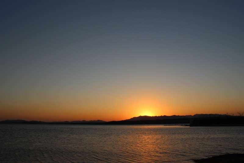 20190523-夕陽。(取自tiezhuang@Pixabay)