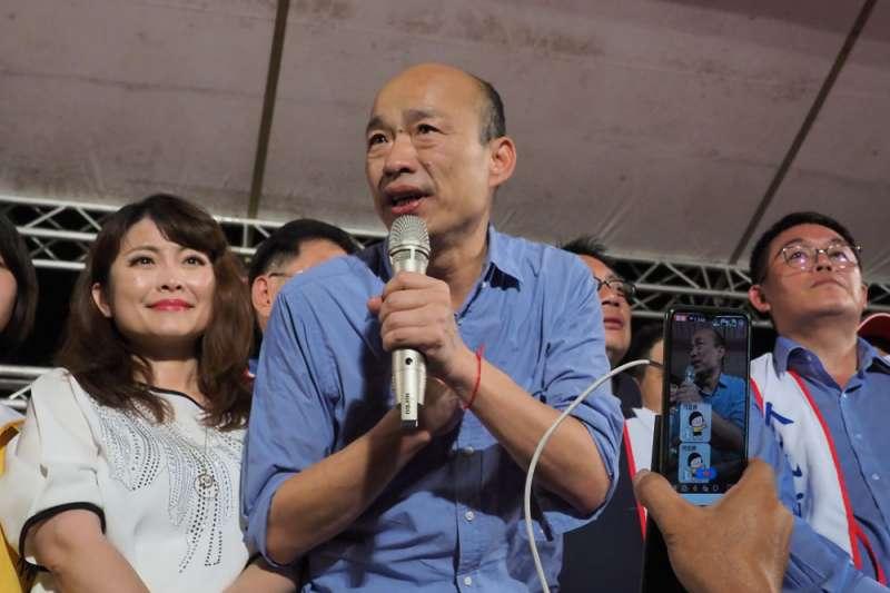 高雄市長韓國瑜(前中)雖表態參加總統初選,但人氣已開始下滑。(資料照,林瑞慶攝)