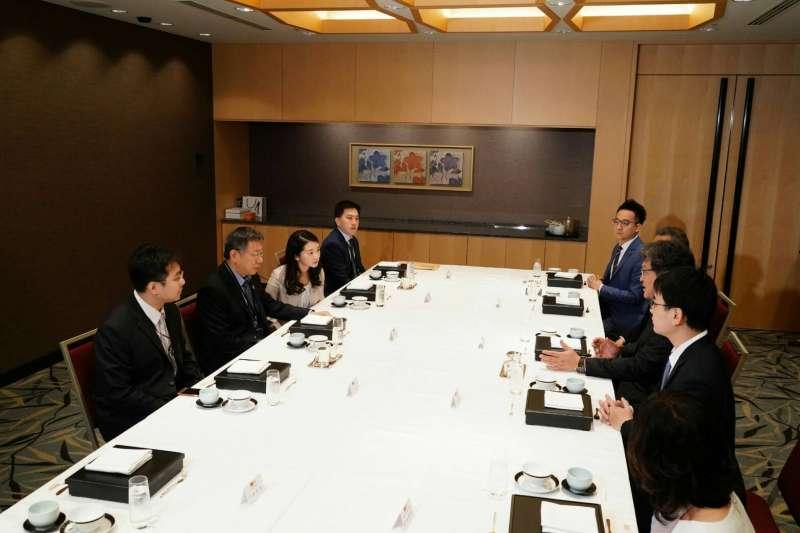 20190524-台北市長柯文哲24日繼續訪日行程,上午與日本自民黨副幹事長、眾議員荻生田光一進行早餐會。(台北市政府提供)