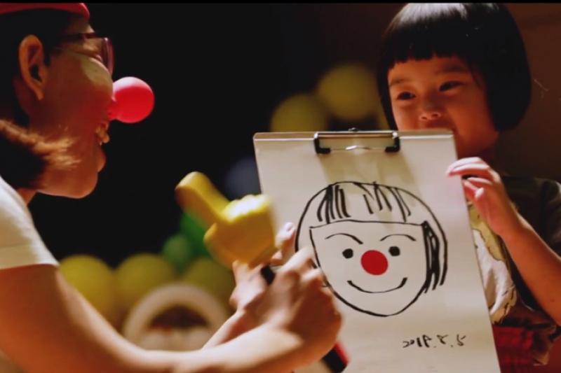 紅鼻子鵲寶公益劇團帶給有需要的兒童及弱勢家庭歡笑。(圖/紅鼻子鵲寶公益劇團提供)