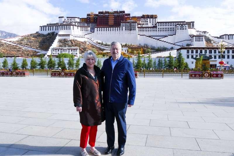 美國駐中大使布蘭斯塔德訪問西藏(AP)