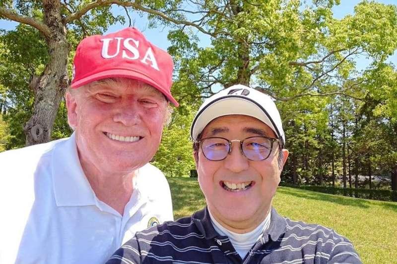 2019年5月26日,日本首相安倍晉三和美國總統川普在千葉縣茂原市打高爾夫球,這是安倍的自拍(Twitter)