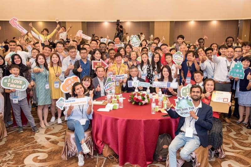 教育部公開表揚及感謝臺灣的接待家庭對境外學生的關懷與無私奉獻。(圖/教育部提供)