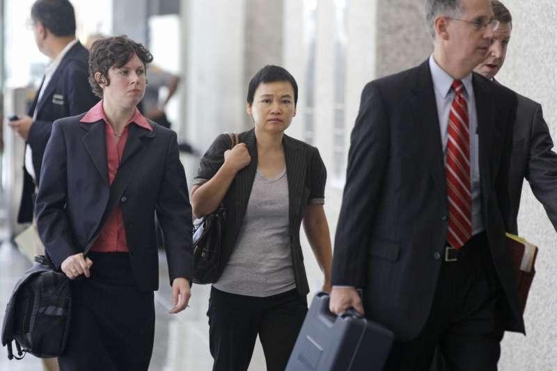 摩托羅拉前員工金漢娟(中)涉嫌把商業機密洩露給華為,2012年被美國法院判定有罪(資料照,AP)