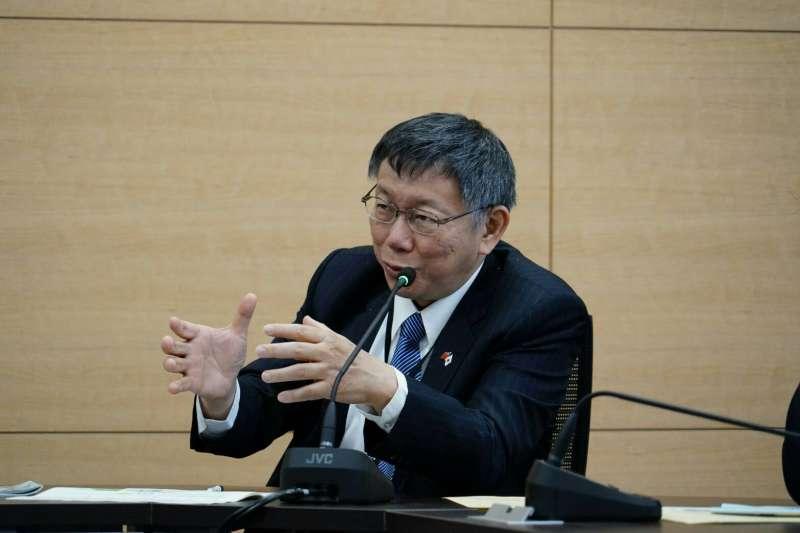 台北市長柯文哲近期訪日本,26日參訪石卷市防災中心。(台北市政府提供)