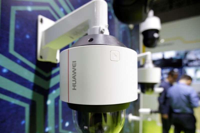 華為監控攝像機2019年5月16日在天津舉行的世界智能大會上展出(美國之音)
