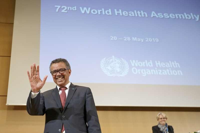 世界衛生組織秘書長在2019年的世界衛生大會向大家揮手致敬。(AP).jpg