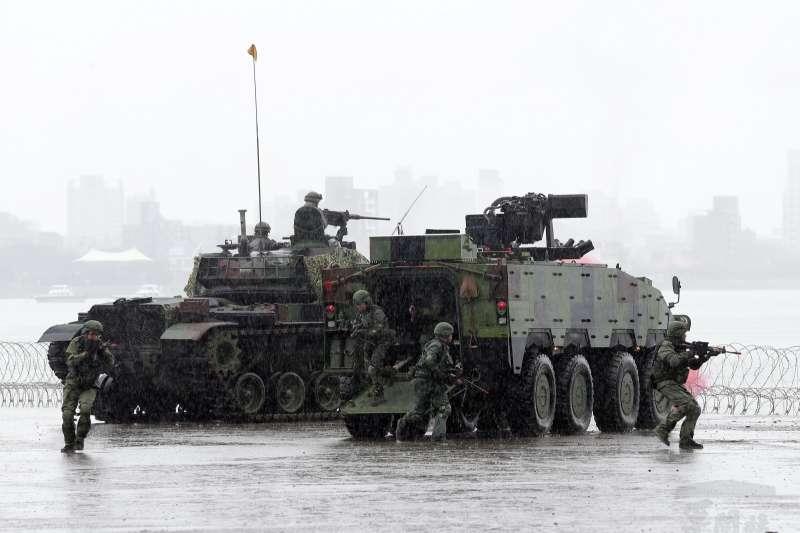 20190529-國軍漢光35號演習29日進入第三天,陸軍關指部在淡水河岸實施河防演練。(取自軍聞社)