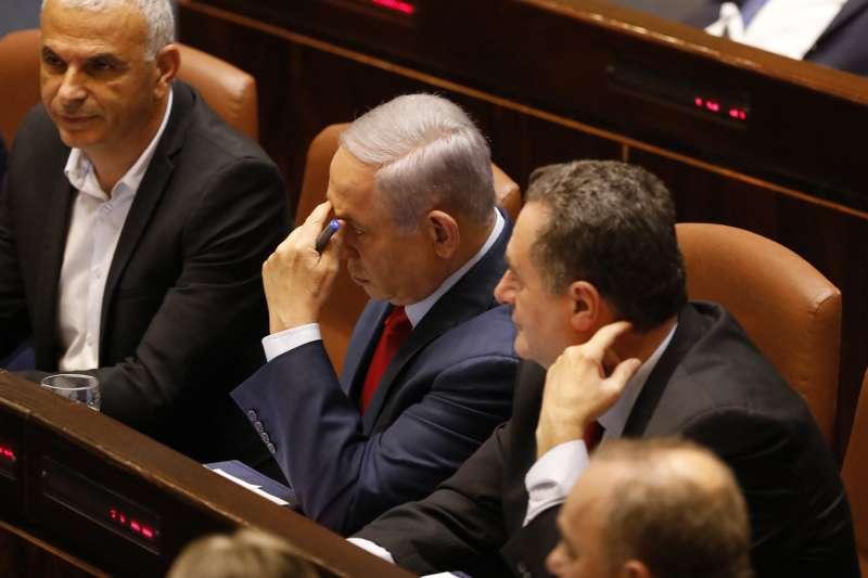 以色列國會29日晚間投票通過解散國會,納坦雅胡總理之路蒙陰影。(美聯社)