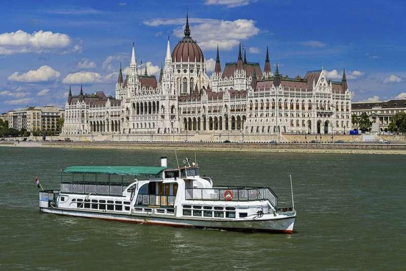 2019年5月29日,撞船後沉沒的匈牙利多瑙河遊輪「美人魚號」(AP)